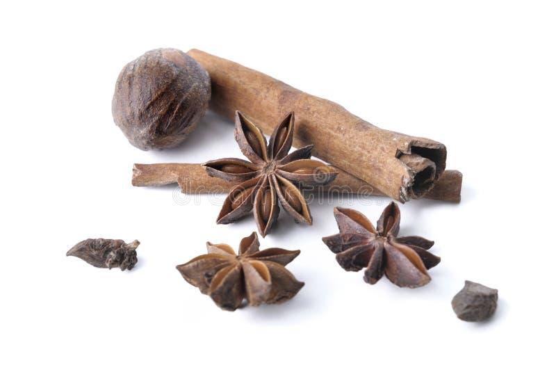 Anis, cannelle et noix de muscade images stock