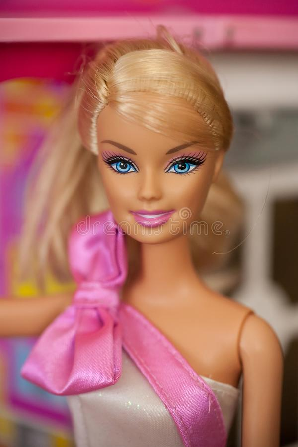 aniversário Barbie Doll da era 2000s imagem de stock