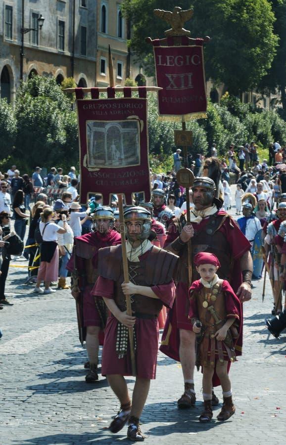 Aniversário da fundação de Roma/Italy/04/22/2018 Roma, legião romana d foto de stock