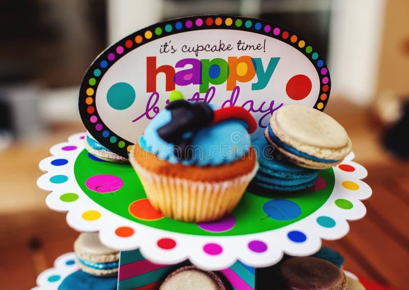 Aniversário das sobremesas do ` s das crianças imagem de stock royalty free