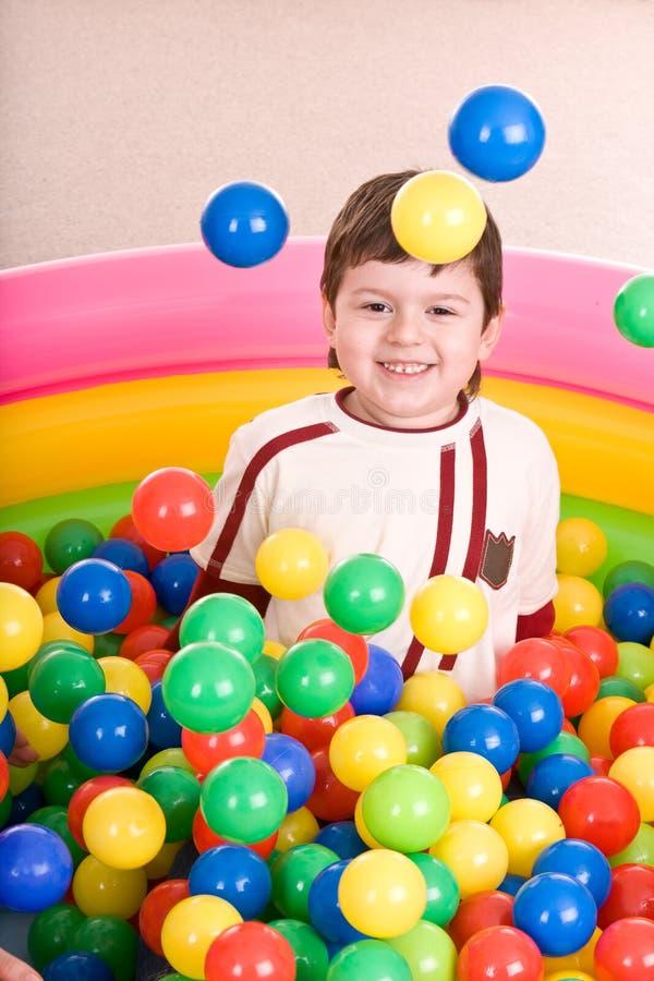 Aniversário do menino em esferas da cor. imagem de stock royalty free