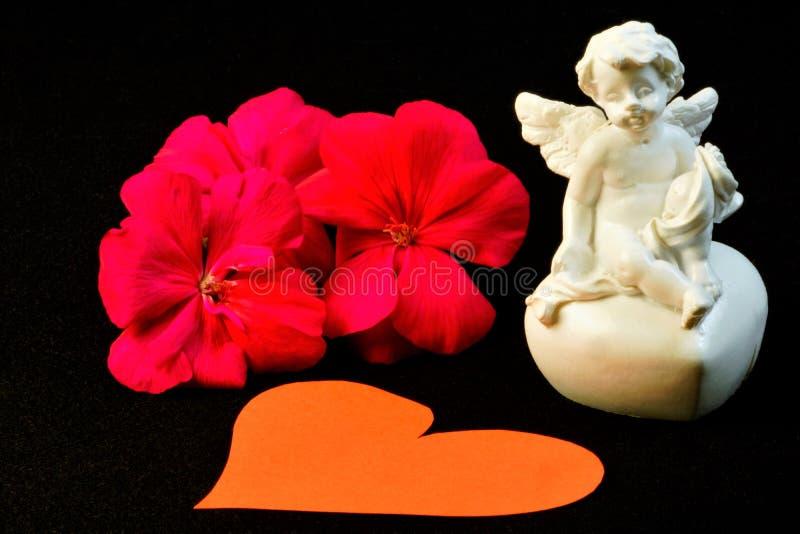 Anjo da flor e do coração do Valentim de Saint do amor fotos de stock royalty free