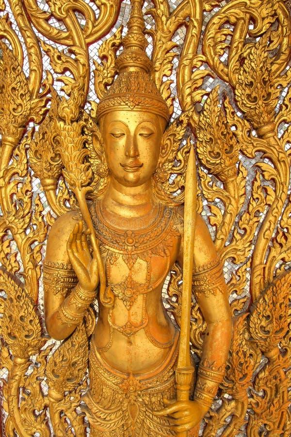 Anjo dourado dentro na parede do templo foto de stock royalty free