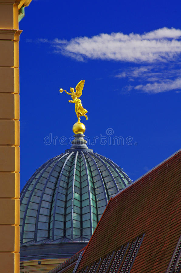 Anjo dourado em Dresden fotos de stock royalty free