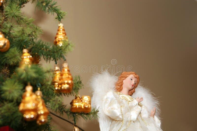 Anjo e árvore fotos de stock