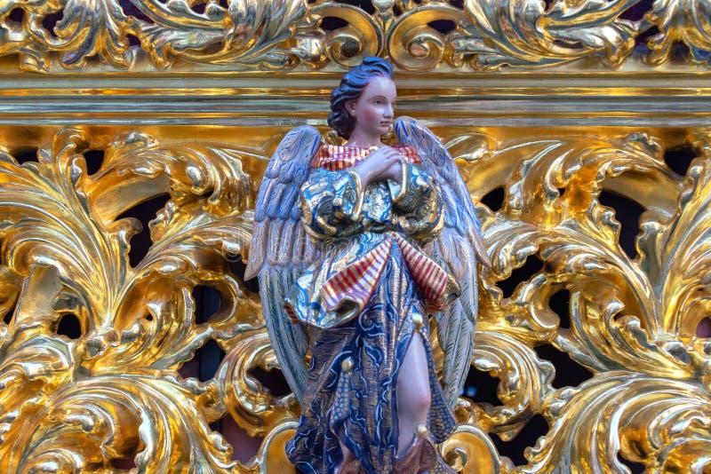 Anjo em um flutuador da Semana Santa imagens de stock royalty free