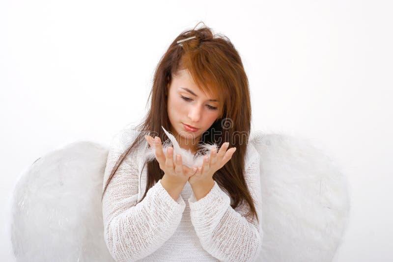 Anjo que afrouxa suas asas imagens de stock