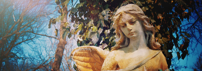 Anjo triste bonito Imagem denominada vintage da estátua antiga fotografia de stock