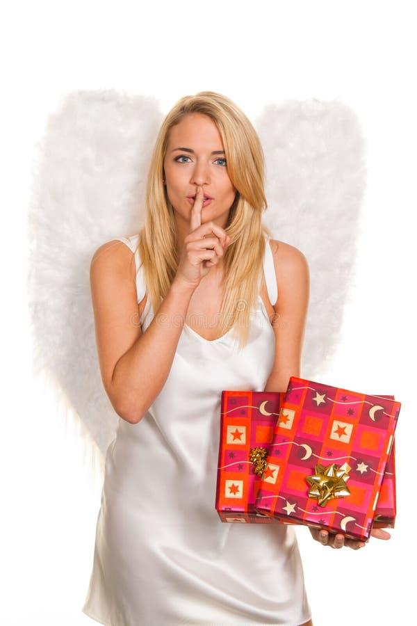 Anjos para o Natal com pacotes e presentes. fotografia de stock