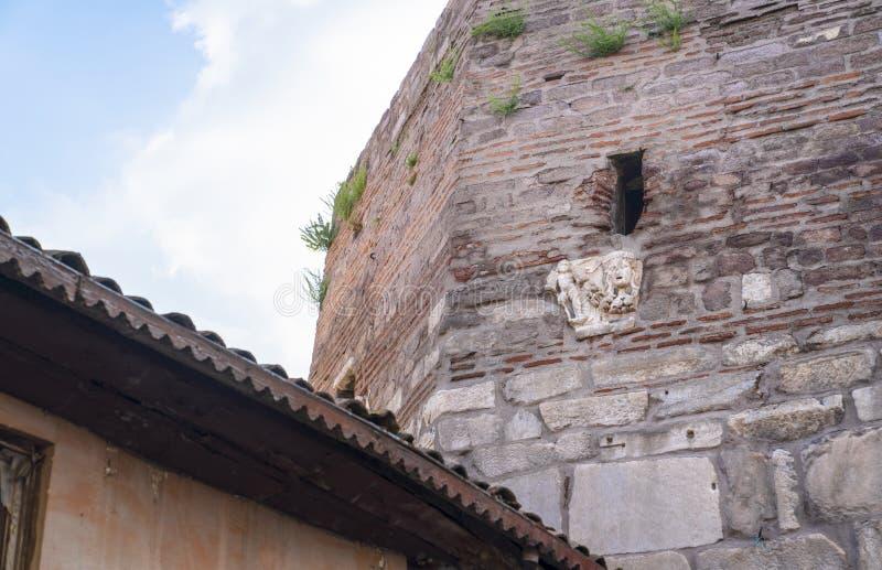 Ankara/die Türkei 6. Juli 2019: Alte Steinstrukturen und Skulptur benutzt in der Wand von Ankara-Schloss lizenzfreie stockfotos
