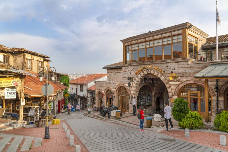 Ankara/die Türkei 16. Juni 2019: Touristische Nachbarschaft für den Einkauf um Ankara-Schloss mit Museum Muzesi Rahmi Koc lizenzfreies stockfoto