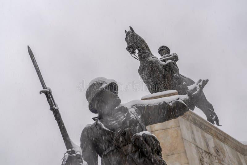 Ankara, grudzień 06 2019/: W górę widoku Ataturk statua w Ulus sąsiedztwie w zimie obraz royalty free