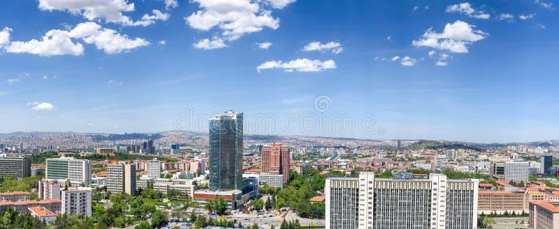 Ankara, maj 15 2019/: Widok z lotu ptaka niedawno buduj?cy Turecki Statystycznego instytutu TUIK budynek z pejza?em miejskim fotografia royalty free