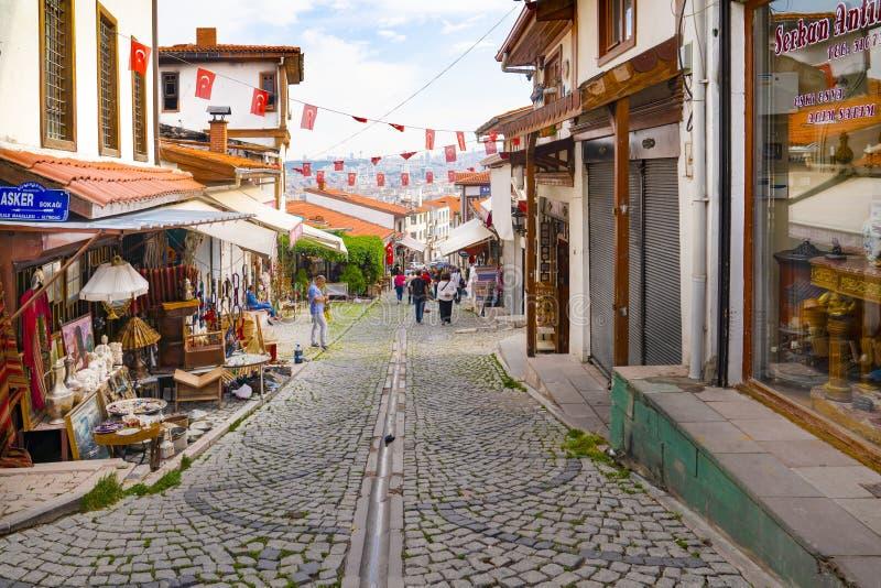 Ankara/Turkiet-Juni 16 2019: Touristic grannskap för att shoppa runt om den Ankara slotten royaltyfri fotografi