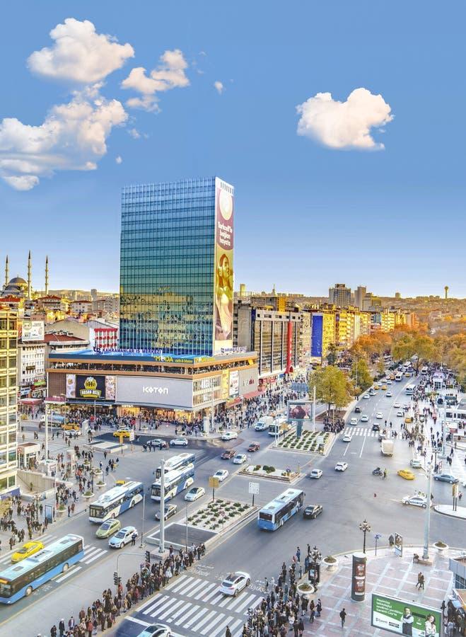 Ankara/Turkiet-November 24 2018: Vertikal sikt av den Kizilay fyrkanten och skyskrapan, Ankara huvudstad av Turkiet royaltyfria foton