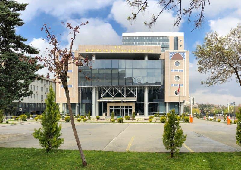 Ankara/Turkije-April 15 2019 - onlangs gebouwd Turks die Ministerie van Schatkist en Financi?n de Bouw op Dikmen-Straat wordt gev royalty-vrije stock foto
