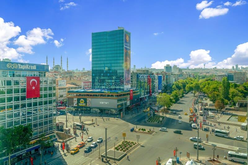 Ankara/Turkije-30 augustus 2019: Kizilay Square and skyscraper, hoofdstad Ankara van Turkije royalty-vrije stock afbeeldingen