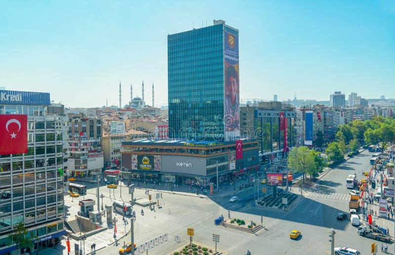 Ankara/Turkije-30 augustus 2019: Kizilay Square and skyscraper, hoofdstad Ankara van Turkije stock fotografie