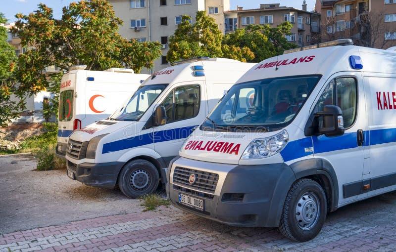 Ankara/Turkije-Juni 23 2019: Drie die ziekenwagens die en op redding worden geparkeerd wachten royalty-vrije stock afbeelding