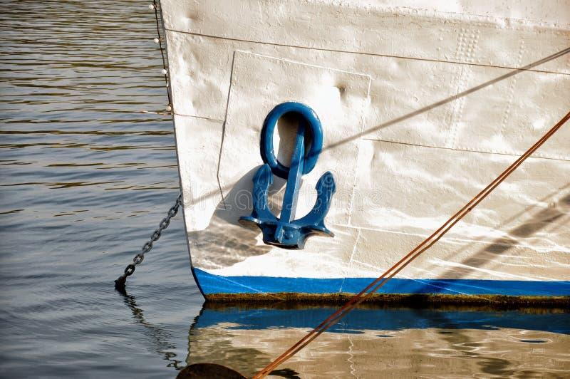 Anker op boot stock fotografie
