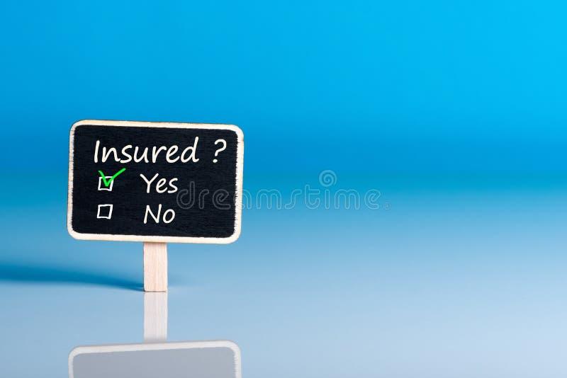 Ankieta z pytaniem Ubezpieczącym Asekuracyjny pojęcie samochód, ubezpieczenie na życie, dom, podróż i healt ubezpieczenie, Mockup zdjęcia royalty free