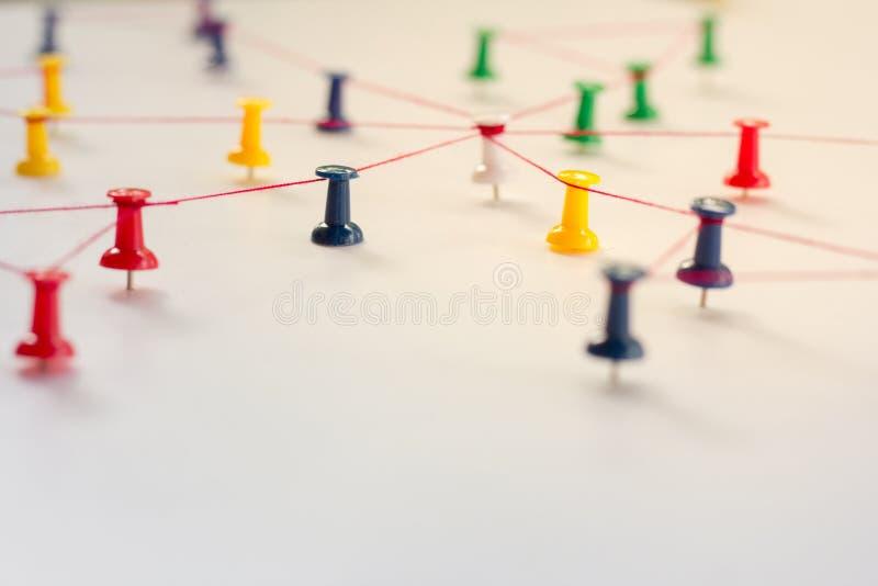 Anknyta enheter, nätverkssimulering, socialt massmedia, arkivfoto