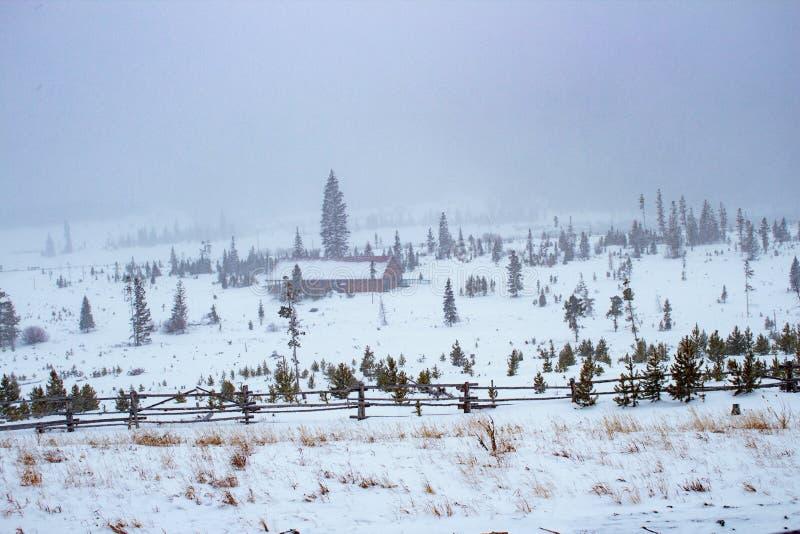 Ankommender Schneesturm lizenzfreies stockfoto