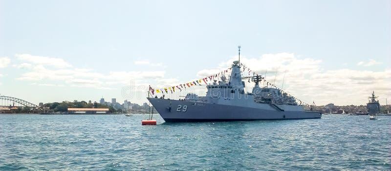 Ankommer den kungliga malaysiska marinfregatten för KD Jebut FFG 29 den Sydney hamnen royaltyfria foton