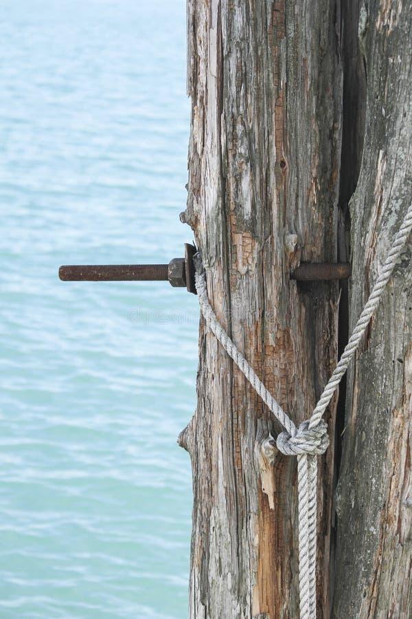 Ankoppeln auf dem Pier lizenzfreie stockfotos