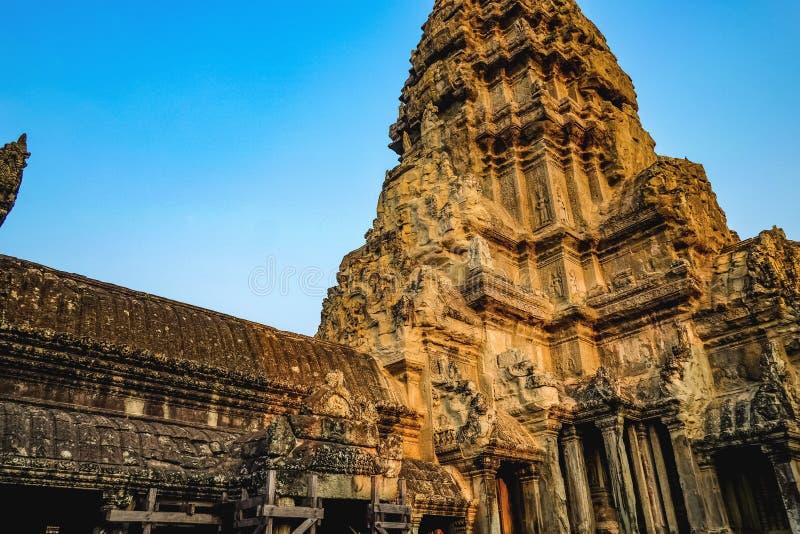 Ankor watpagod med blå himmel, Siem Reap Kambodja royaltyfria foton