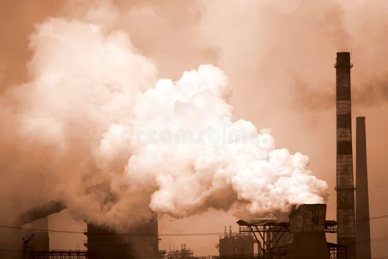 Anlage mit Rauche stockfotografie