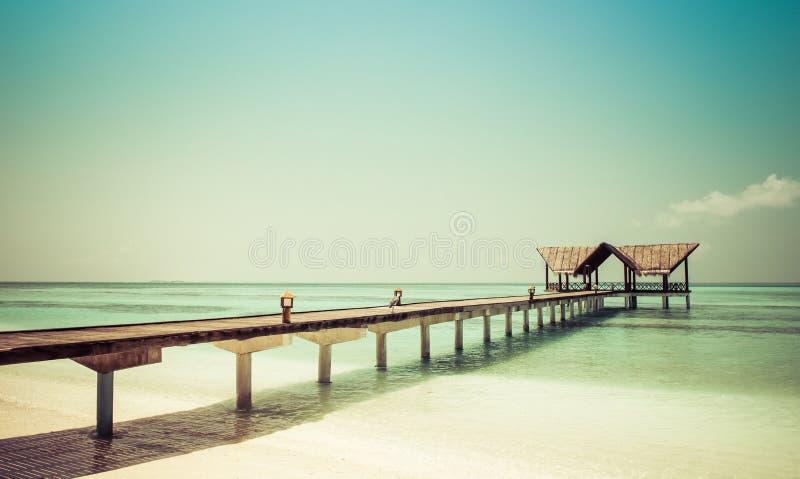 Anlegestelle auf einem Strand lizenzfreie stockfotos