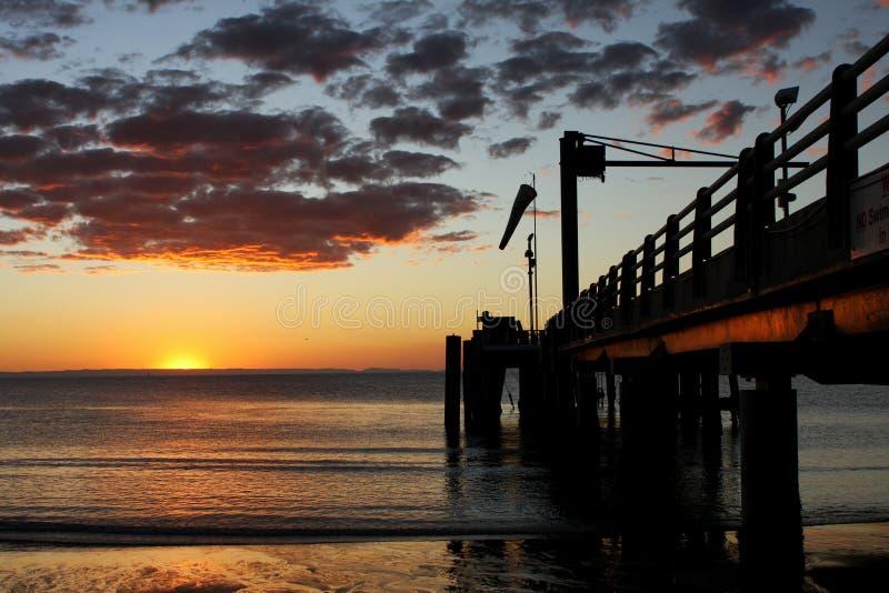 Anlegestellensonnenuntergang auf Moreton-Insel Australien stockfotografie