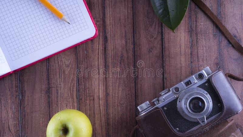 Anmärkningar för handelsresande` s Uppsättningen för vilar och reser Skrivbords- lycksökare Gammal kamera, blyertspennaanteckning arkivbild