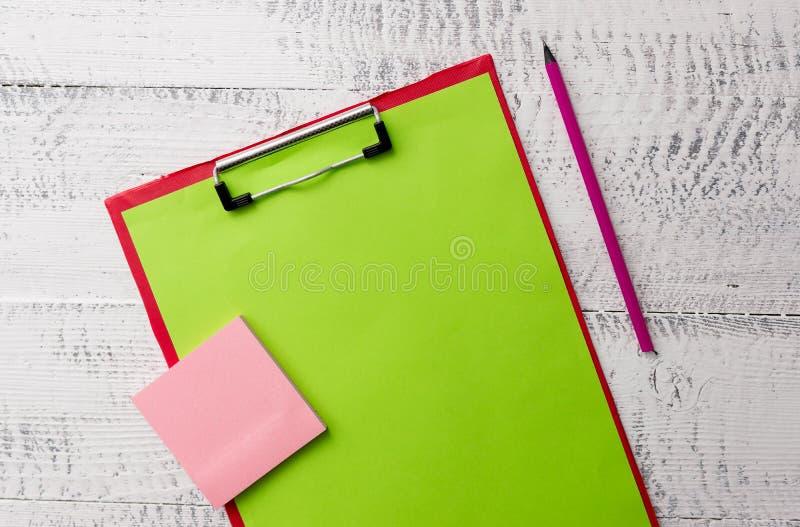 Anmärkningar för kulspetspenna för penna för markör för ark för format för bokstav för metallskrivplattamellanrum vadderar klibbi arkivbilder