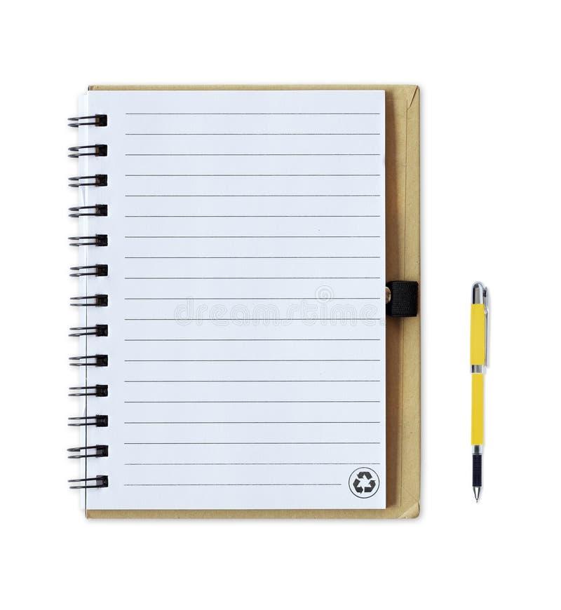 Anmärkningsbok med pennan som isoleras på vit fotografering för bildbyråer