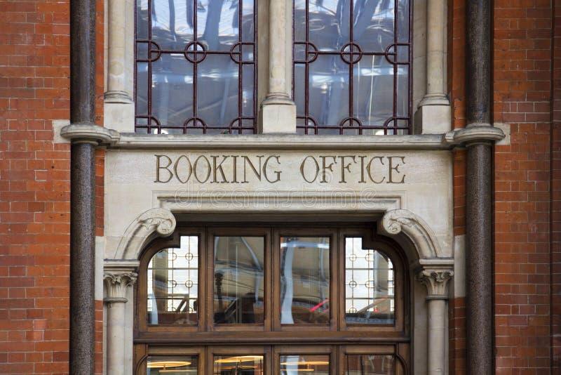 Anmeldungs-Büroeingang zum St- Pancrasrenaissance-Hotel stockfotos