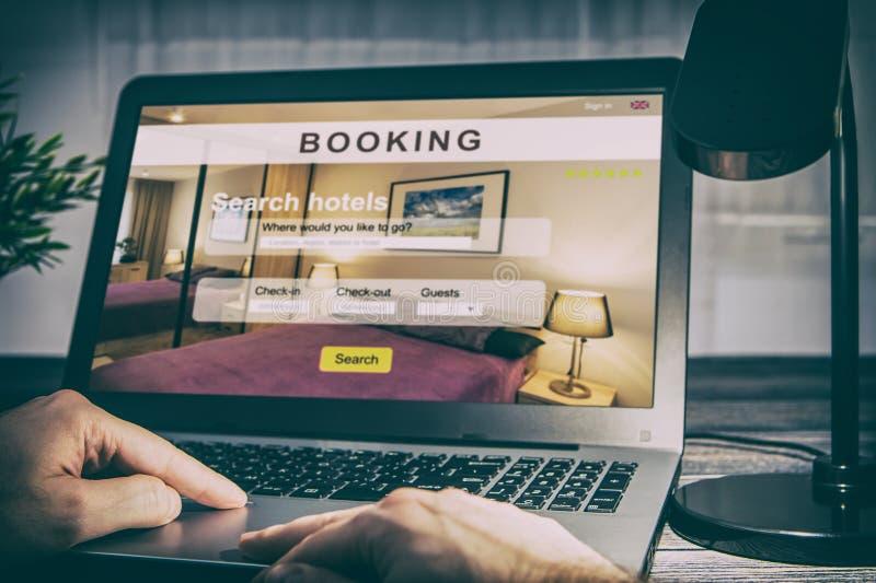 Anmeldungshotelreisereisendsuchgeschäftsreservierung stockfotografie