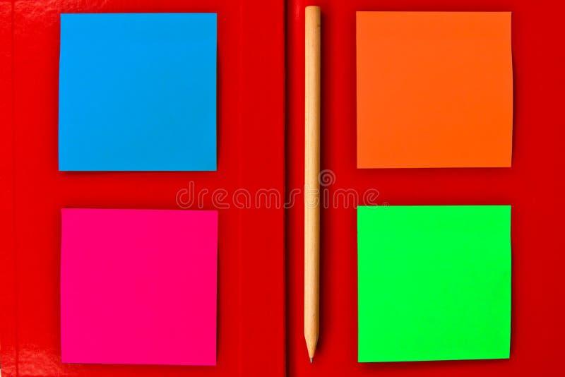 Anmerkung über rotes Notizbuch lizenzfreie stockfotografie