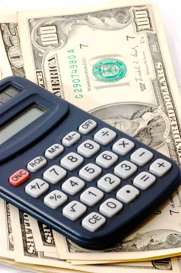 Anmerkungsauflage mit Rechner und Scheckheft und Bargeld. lizenzfreies stockbild