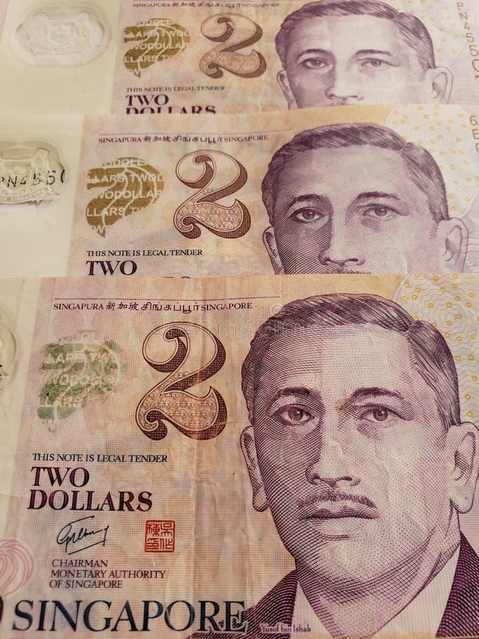 Annäherung an singapurische Banknoten von zwei Dollar, von Hintergrund und von Beschaffenheit lizenzfreie stockbilder
