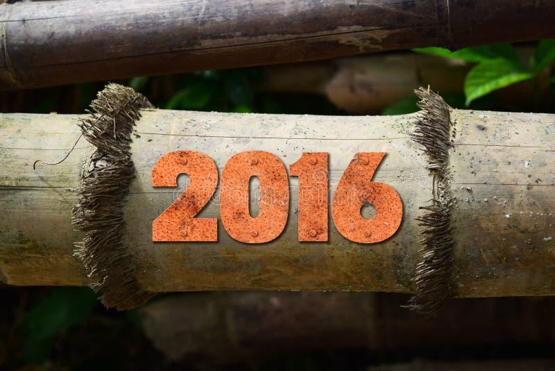 Année 2016 écrite avec des blocs d'impression d'impression typographique de vintage sur le fond en bois rustique photographie stock