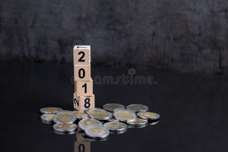 Année 2018 financière ou cible d'investissement, concept de but avec le stac photo stock
