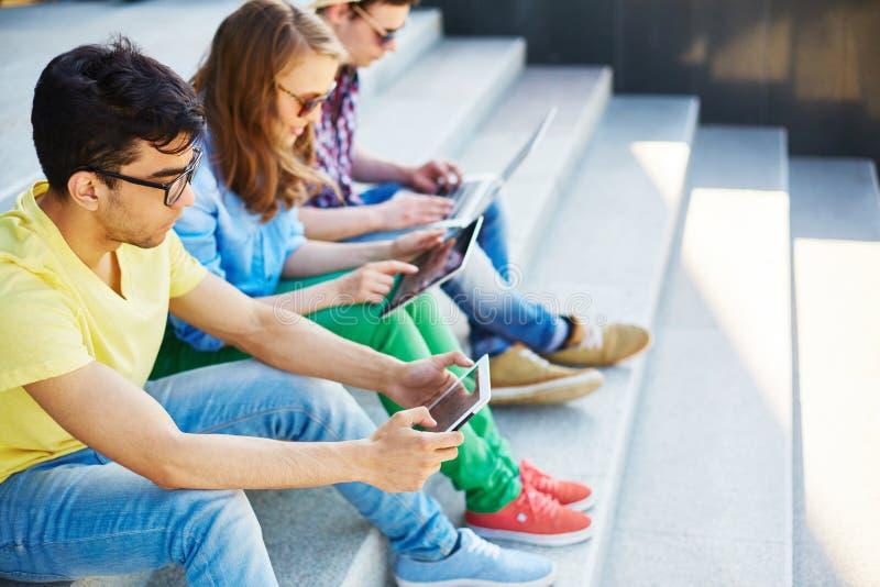Années de l'adolescence mobiles image stock