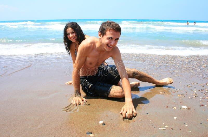 Années de l'adolescence sur la plage photo stock