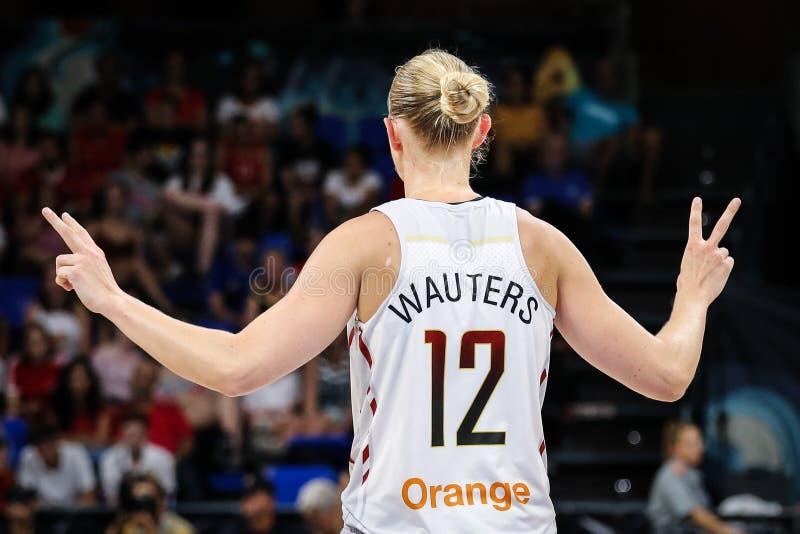 Ann Wauters che vince durante la partita di pallacanestro BELGIO contro la FRANCIA immagini stock