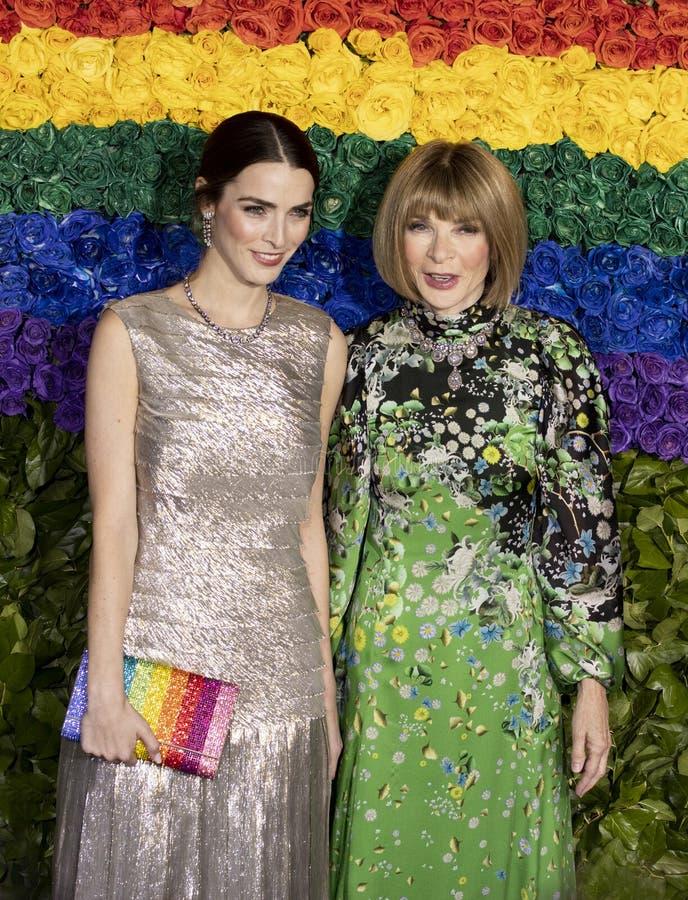 Anna Wintour och bi Shaffer på Tony Awards 2019 royaltyfri bild