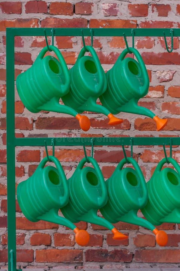 Download Annaffiatoi immagine stock. Immagine di nave, verde, plastica - 56888323