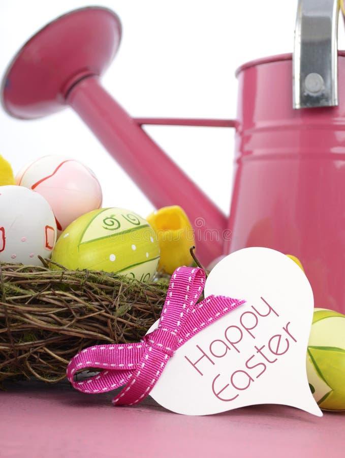 Annaffiatoio di rosa di tema della primavera di Pasqua con il saluto fotografia stock libera da diritti