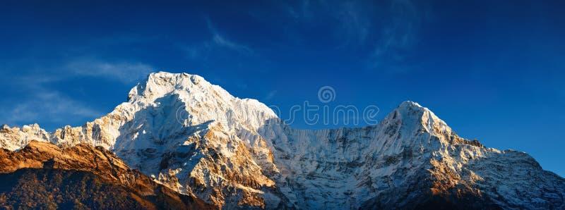 Annapurna del sur en la salida del sol imagen de archivo libre de regalías